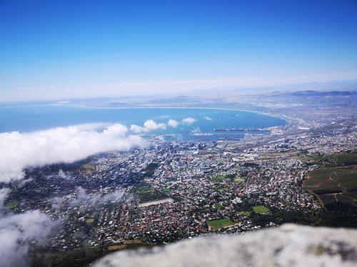 Foto: Aussicht vom Tafelberg über ganz Kapstadt.